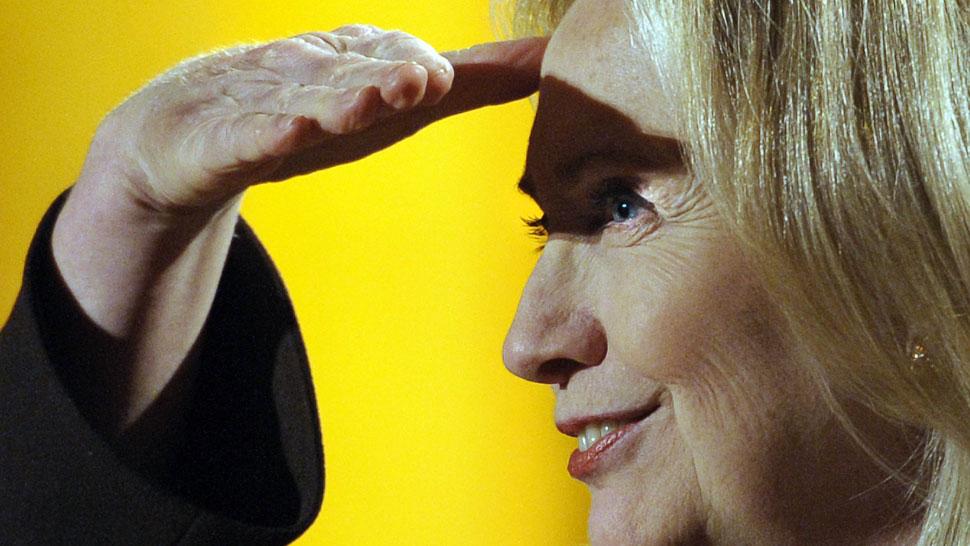 Clinton: La violencia debe terminar para comenzar la transición (AP).