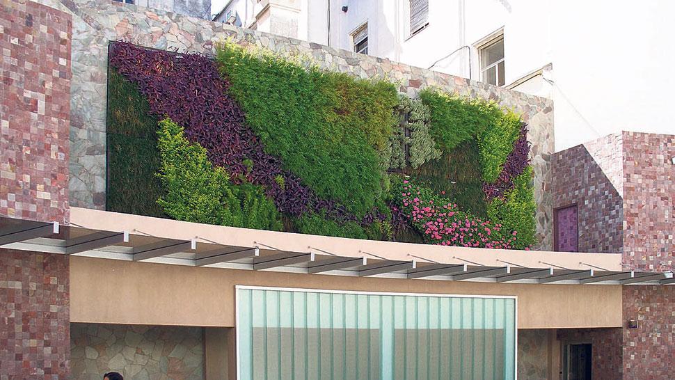 Jardines verticales paredes verdes la voz del interior - Como hacer un muro verde ...