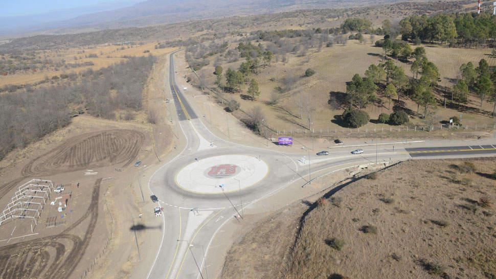 Rotonda. Este nudo vial es el nexo entre la localidad de San Clemente (Calamuchita) y la Estación Terrena de Bosque Alegre (La Voz / Darío Galiano).