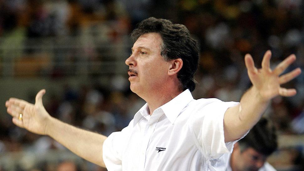 """Rubén Magnano. """"Todo aquello que pueda perturbar o desfavorecer la salud de un atleta puede jugar en contra"""", afirma el entrenador de básquet."""