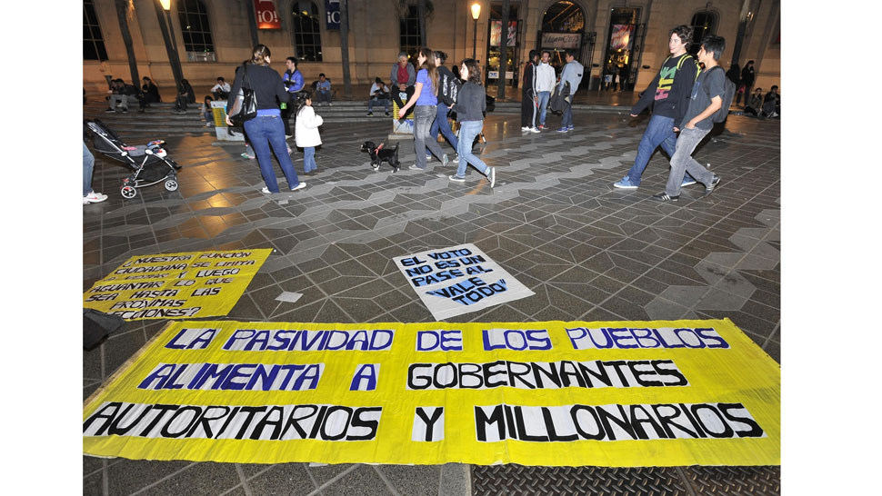 Protesta. El grupo cordobés, formado por unas 20 personas, se manifiesta desde hace 2 meses (La Voz / Sergio Cejas).