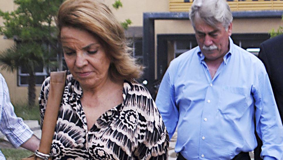 SORIA. El gobernador de Río Negro y su esposa Susana Freyroz (AP /Archivo).