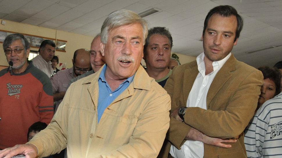 CARLOS SORIA. Al votar en la última elección en la que fue electo gobernador (DyN/Archivo).