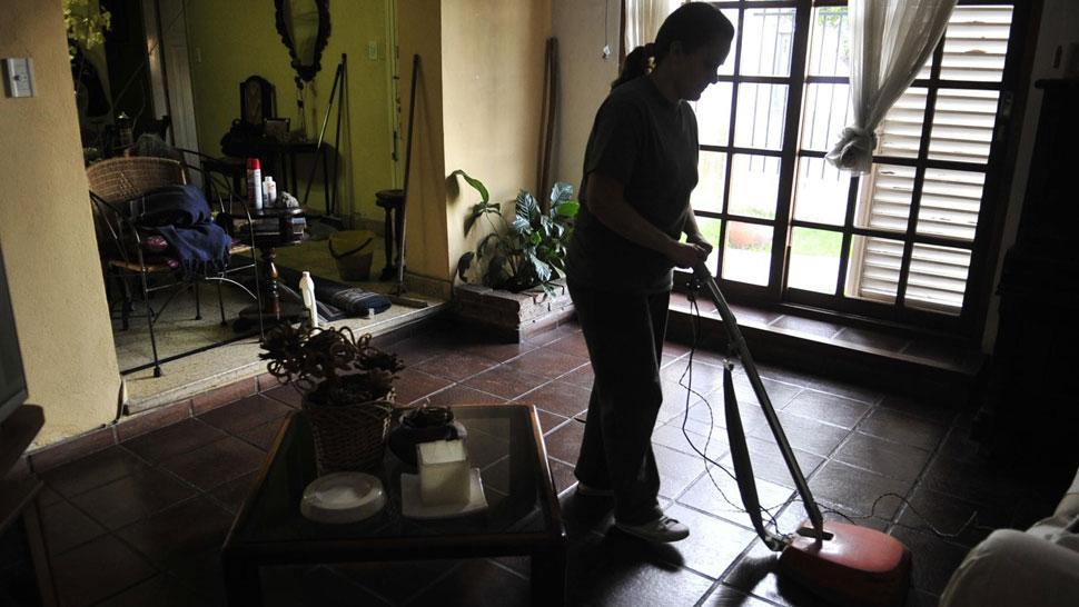 Para desgravar. Lo abonado a la empleada doméstica se puede deducir del pago de Ganancias (La Voz/Archivo).