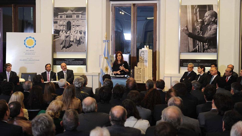 EL ACTO. Durante 40 minutos, Cristina Fernández detalló el proyecto de ley sobre las ART que enviará mañana al Congreso Nacional y las medidas sobre el biodiesel (DyN).