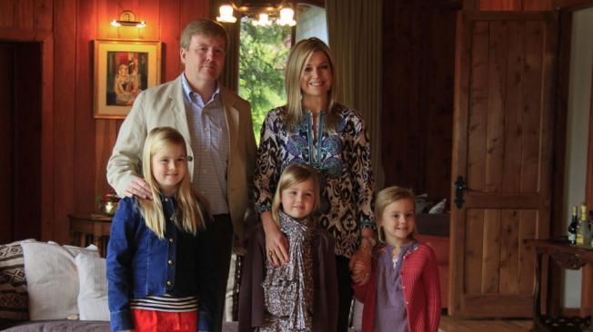 Familia real. Los príncipes con sus tres hijas, Amalia, Alexia y Ariane (AP).