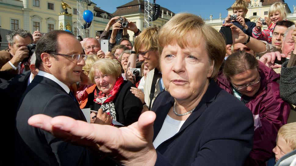 Juntos. Merkel terminó su discurso en francés y Hollande lo hizo en alemán, como muestra de amistad (AP).