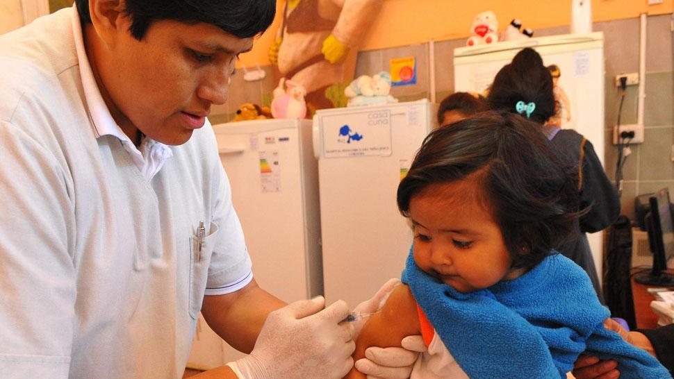 Obligatoria. La vacuna contra el neumococo se aplica sin costo (Facundo Luque / La Voz).