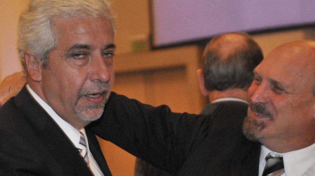 Abrazo. El ministro de Industria, Jorge Lawson, saluda al titular de Bancor, Fabián Maidana (Pedro Castillo/LaVoz).