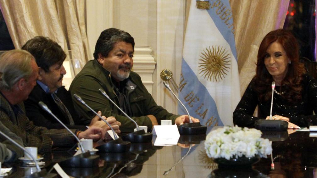 Mesa 1. Cristina Fernández, con los sindicalistas antimoyanistas. A la derecha de la Presidenta, Gerardo Martínez, de la Uocra (Télam).