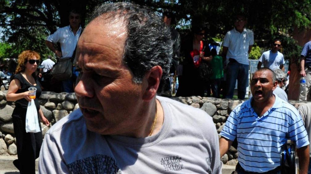 El agresor. Acompañaba al dirigente del SEP Marcelo Soria, quien también increpó a Kempa (gentileza Día a Día).