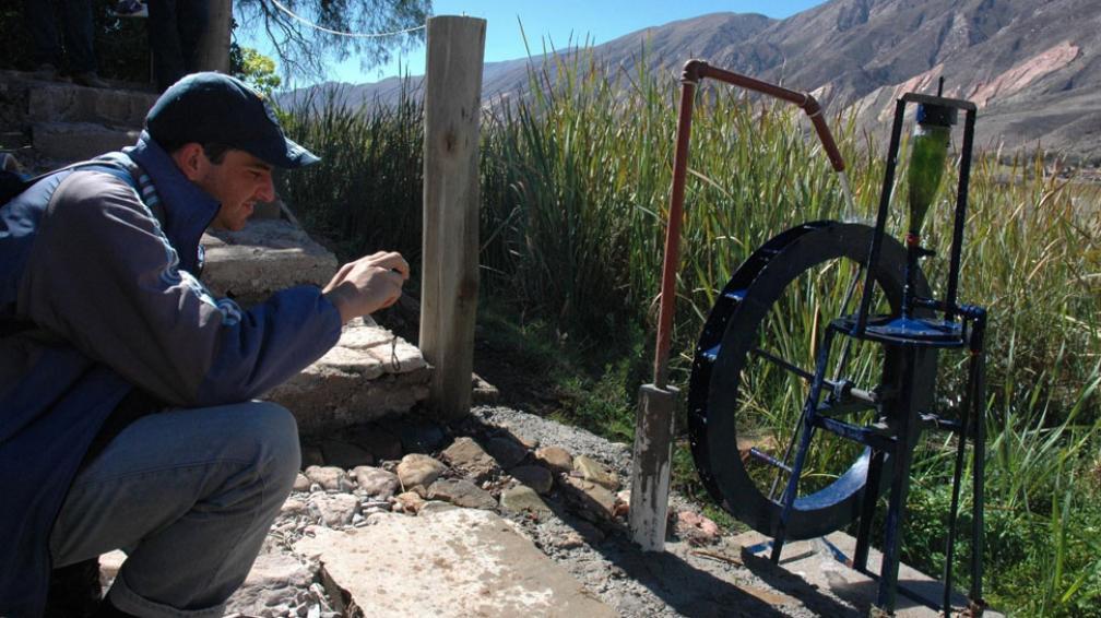 Todas las técnicas. ¿Cómo lograr que todos puedan acceder al agua? Desde técnicas milenarias a otras más modernas, todas demuestran que el sentido común es lo que da más resultado (Bibiana Fulchieri).