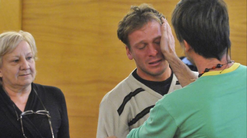 Descarga. Carlos Airaldi llora luego de conocer la sentencia (Raimundo Viñuelas/LaVoz).