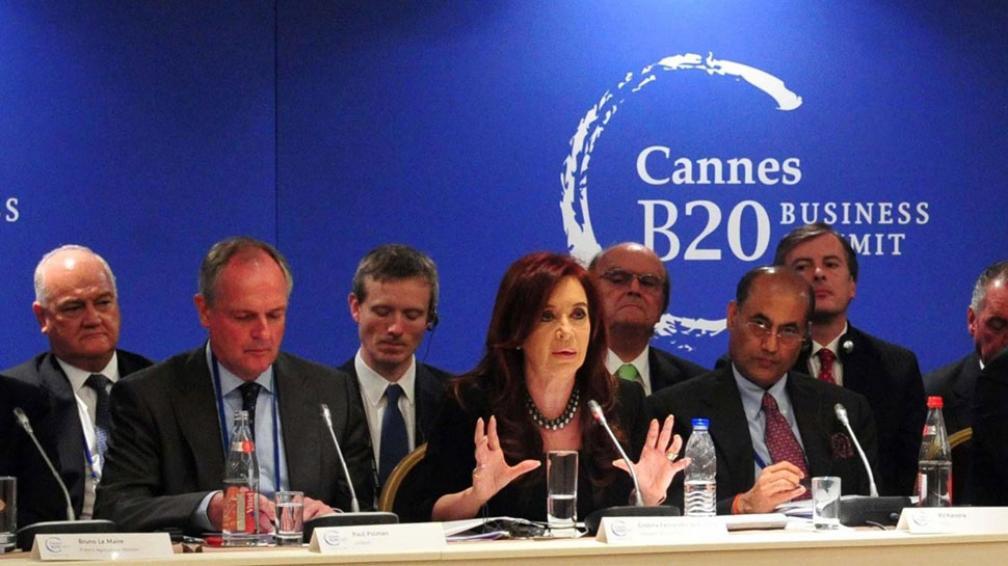 Con empresarios. Cristina fue a la reunión del G20 la semana pasada con una delegación amplia. Detrás de ella, De Mendiguren, de la UIA (Télam).