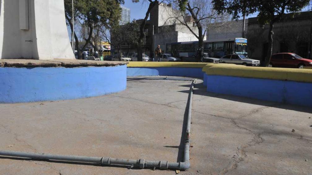PLAZA RAFAEL NÚÑEZ.Fue arreglada hace poco, pero falla la bomba de agua (La Voz/Raimundo Viñuelas).