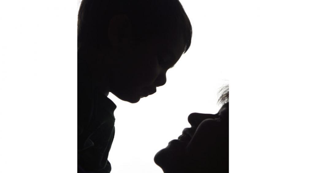 Indistinto. Hasta ahora, se debe inscribir a los hijos primero con el apellido del padre. Con el cambio, podría ser también con el de la madre (La Voz / Archivo).