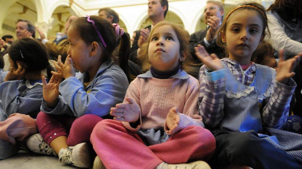 Apuro. Hay familias que inscriben a los chicos en sala de 3 con tal de garantizarse un lugar a futuro (Télam).