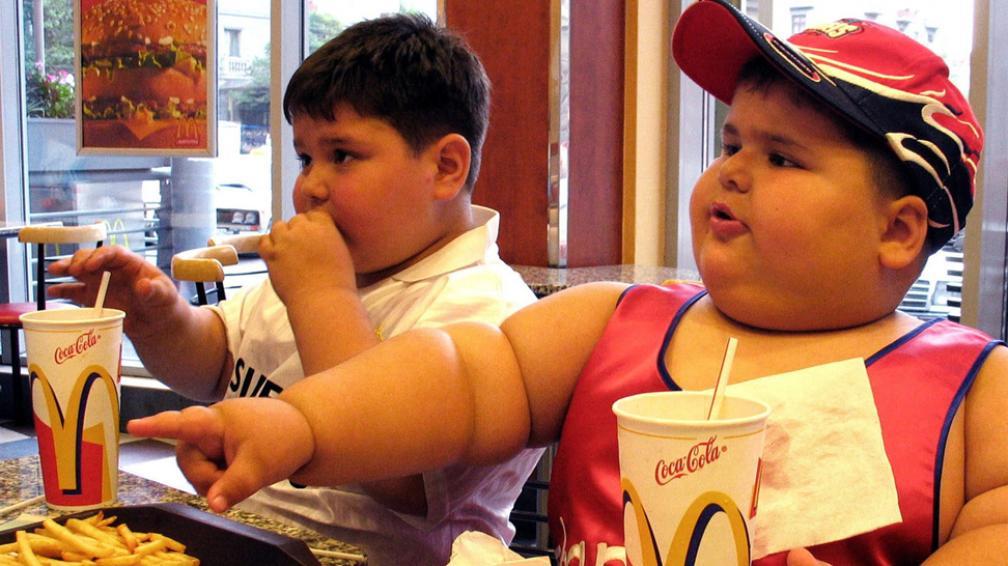 En problemas. Los niños padecen las consecuencias de la vida moderna (AP/Archivo).