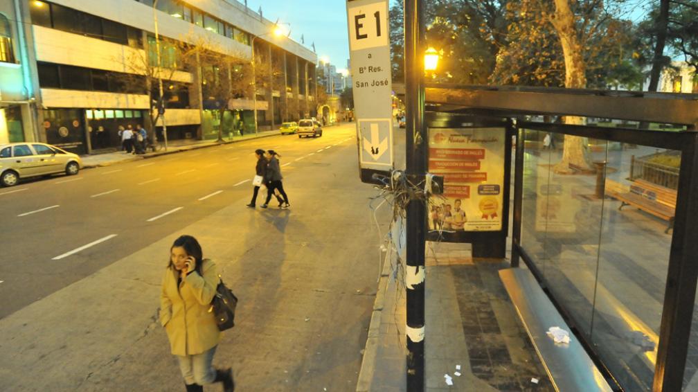 CIUDAD DE CÓRDOBA. Estuvo paralizado el servicio de los corredores Azul y Celeste (La Voz/Sergio Cejas).