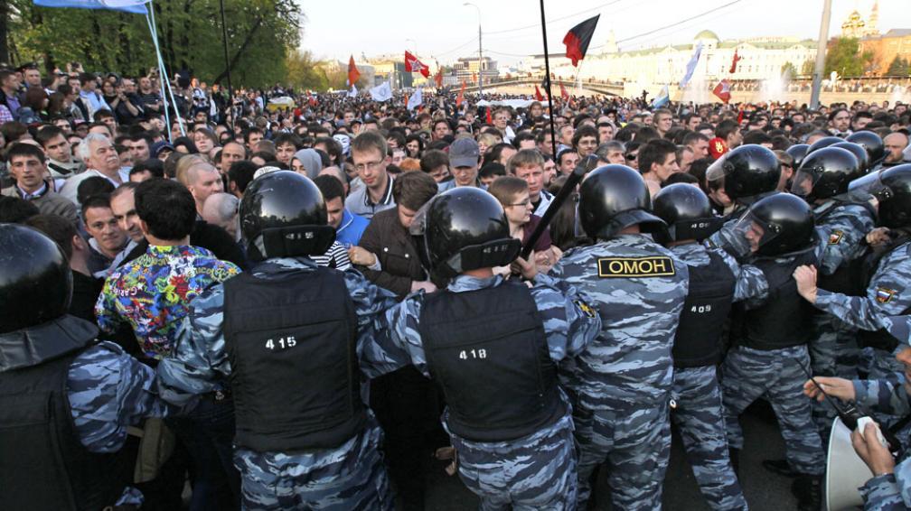 MANIFESTACIÓN. Un día antes de que Vladimir Putin asuma el cargo de presidente del país por tercera vez y por otros seis años (AP).