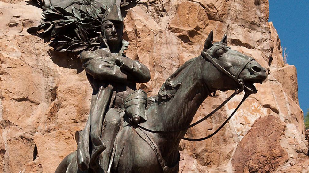 El prócer. Monumento al Ejército de los Andes del artista uruguayo Juan Manuel Ferrari, en Mendoza. Fue inaugurado en 1911.
