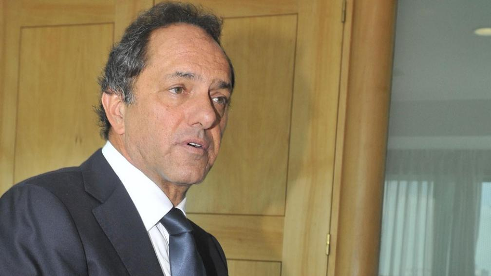 Mesurado. Con un mensaje optimista, para Scioli el país tiene una economía  sólida y superará las dificultades que presenta el escenario internacional (La Voz / Raimundo Viñuelas).
