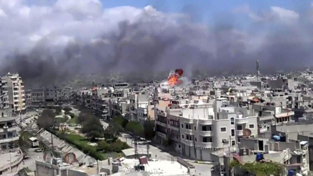 SIRIA. Los bombardeos son constantes en la capital del país (AP / Archivo).
