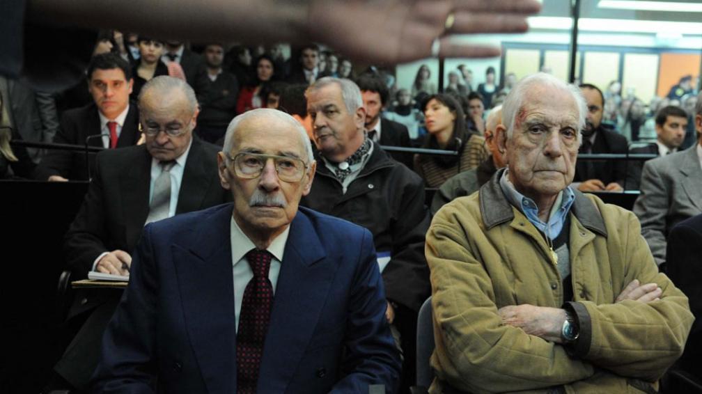 Condenados. Videla, a 50 años; Bignone, a 15 años, por ser parte del plan sistemático para la apropiación de bebés en la dictadura (Télam).