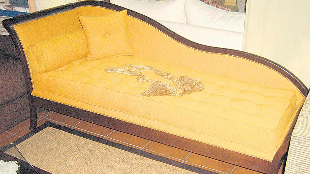 chaise longue xviii with Me Tomo Cinco Minutos on Chaise Longue Derecho Cholula Beige together with Me Tomo Cinco Minutos further Fundas De Sofa Chaise Longue Opta Por La  odidad in addition Glosario De Muebles together with Mesa Ovalada En Madera De Pitchpine.