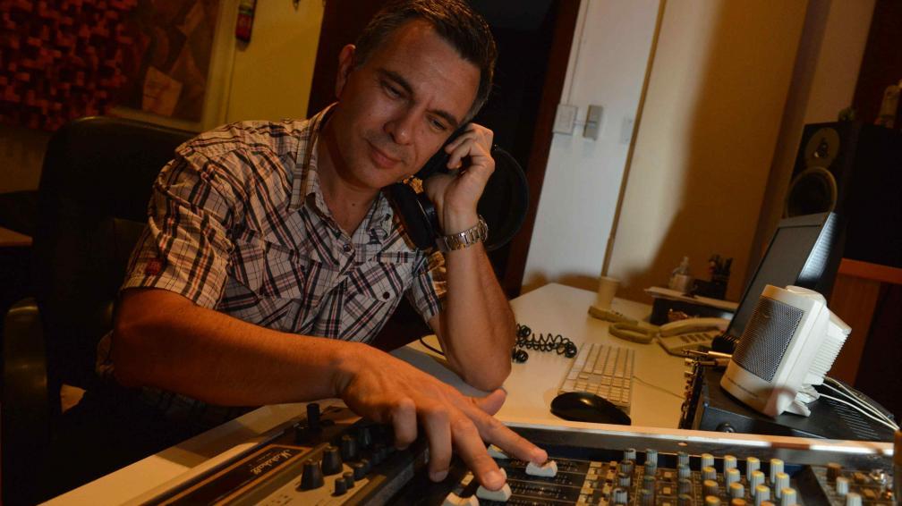 Músico. En 2012, Cristian Valverde dejó su trabajo de ocho horas diarias en una concesionaria de autos y se animó a apostarle al jazz, su gran pasión (Facundo Luque/LaVoz).
