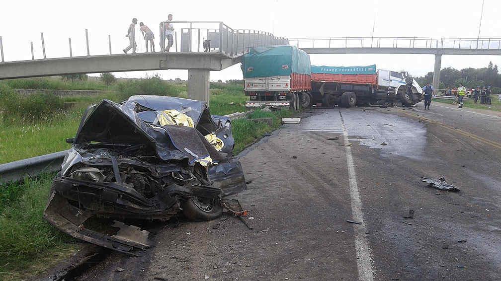 LUTO. Así quedaron los vehículos tras el choque múltiple en la variante Juárez Celman (Raimundo Viñuelas/La Voz).