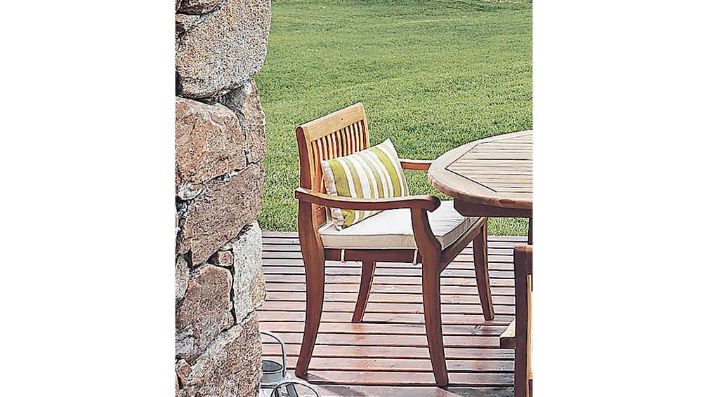 Muebles de jard n ideas para salir de la casa la voz - Casa muebles de jardin ...