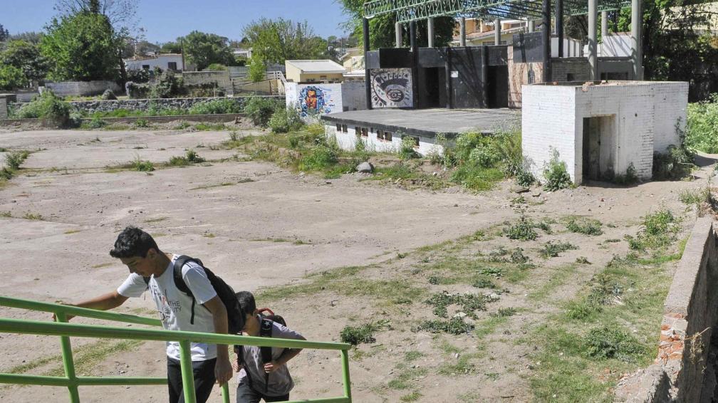Deterioro. El anfiteatro de Villa Allende muestra estado de abandono. En esa ciudad se produjo el mayor ajuste de municipios cordobeses (Pedro Castillo/LaVoz)
