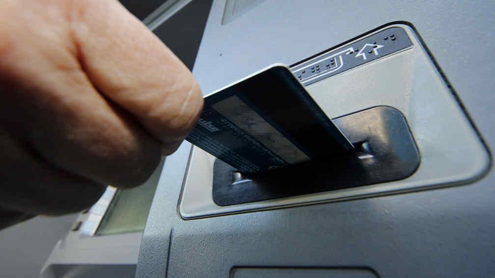 Un banco argentino permite extraer dinero de cajeros sin for Cajeros link cercanos