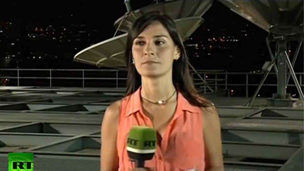 PROTESTA VIOLENTA. Cuando la periodista se preparaba para salir al aire, se escucharon estruendos.