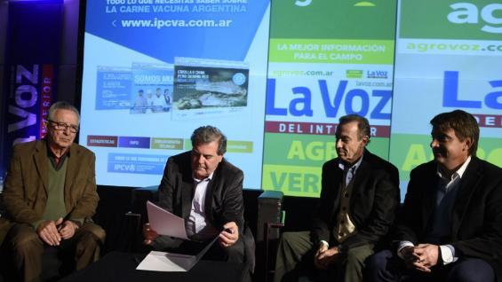 Mesa Cárnica. Olden Riberi; el ministro Sergio Busso; Aldo Combessies, Senasa; y Juan Cruz Molina durante la firman de la resolución (Ramiro Pereyra).