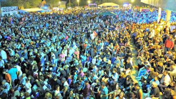 MULTITUD. Miles de personas se encuentran cada año en el predio de la Fiesta Criolla (Municipalidad de Estación Juárez Celman).