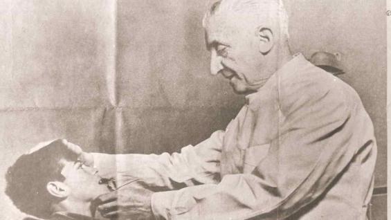 """Arturo Humberto Illia. """"Fue a ejercer a un pueblo y terminó siendo el primer presidente médico del país"""". (La Voz / Archivo)"""