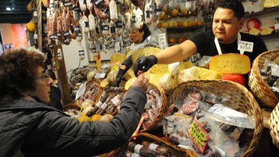 DEGUSTACIÓN. Además de negocios, Caminos y Sabores fue escenario ideal para probar alimentos regionales (Foto Lucía Merle)