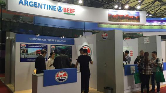 El stand del IPCVA, con las empresas frigoríficas.