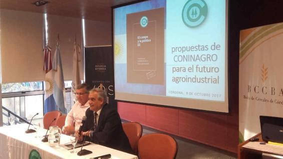 Marco Giraudo, consejero por Córdoba, junto al titular de Coninagro, Carlos Iannizzotto, durante la presentación en Córdoba. (La Voz).