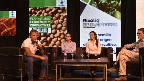 ESPECIALISTAS. El panel sobre garbanzo, integrado por Juan Pablo Fiala, Mariano Toscano, Mercedes Amuchástegui y Marcelo Rossi (Raimundo Viñuelas)