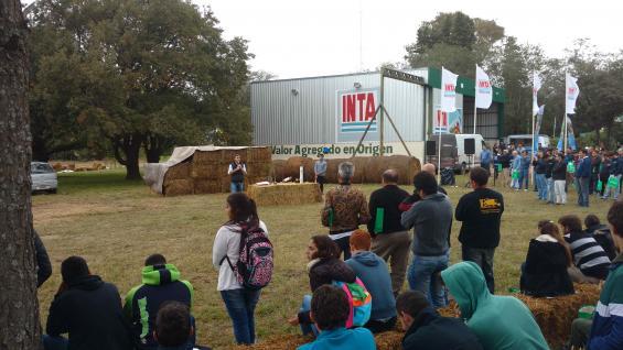 NUTRIDA. Alrededor de 800 personas participaron de la jornada realizada en el Inta Manfredi. (LA VOZ)