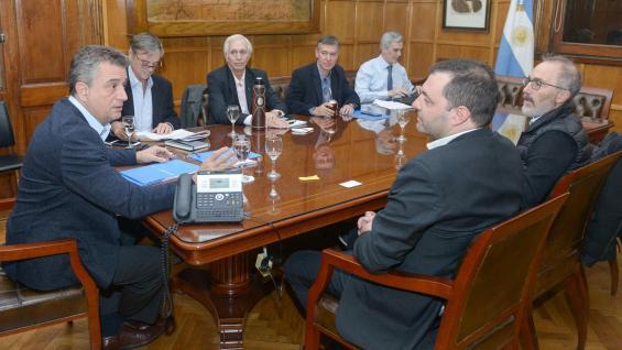 REUNIÓN. El secretario de Agroindustria, Luis Etchevehere, recibió a directivos de la Cámara del Maní. (Cámara del Maní)