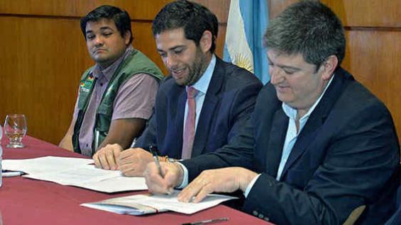 Funcionarios de Argentina, Paraguay y Bolivia firmaron el plan para combatir la langosta en al región.
