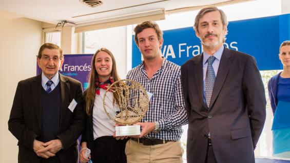 MÁXIMA DISTINCIÓN. Representantes de Gestión Porcina e integrantes del BBVA Francés, duranta la entrega del Premio. (PRENSA BBVA)