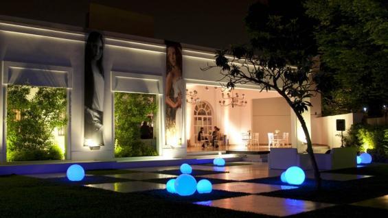 C mo iluminar el jard n tips para mejorar las noches del Iluminacion decorativa para exteriores