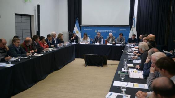SIN EL PRESIDENTE. El ministro Etchevehere encabezó la reunión de la Mesa de CompetItividad Lechera (AGROINDISTRIA)