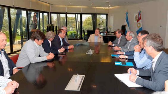 Anfitrión. Schiaretti presidió en el Panal la reunión con la dirigencia rural y parte del Gabinete provincial. (Prensa Gobernación)