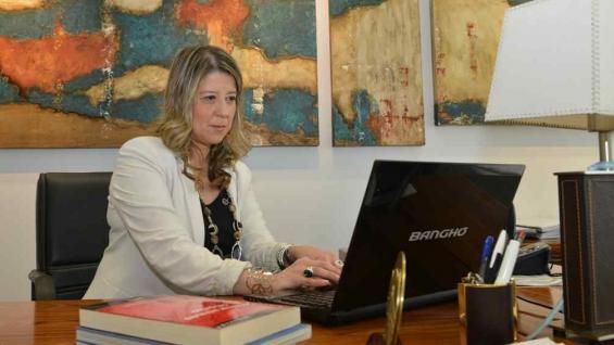 MONTEOLIVA. En su despacho de ministra (La Voz/Archivo).